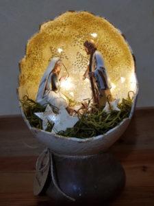 Natività racchiusa in un uovo di struzzo