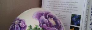 Uovo anemoni con libri